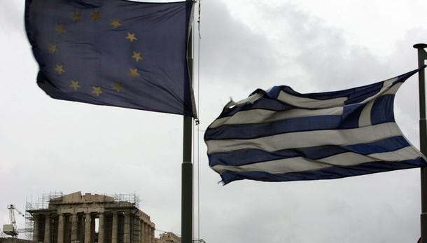Grecia, S&P alza rating a 'B-' da 'CCC+'