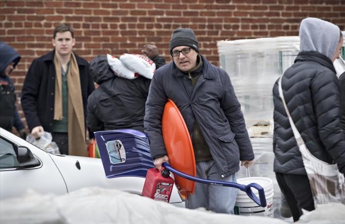 Residenti di Washington corrono ai ripari in vista della super nevicata