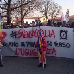 Unioni civili, manifestazione in città Corteo e striscioni: «Uguaglianza»