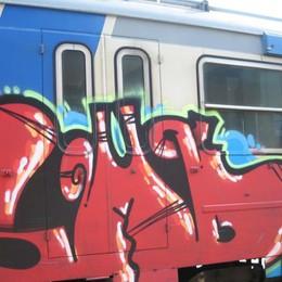 Treni, ancora atti vandalici «Ci costano 8 milioni l'anno»