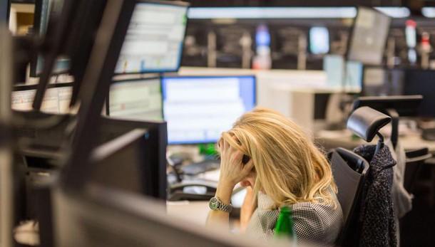 Borsa: Milano -2,3%,raffica sospensioni