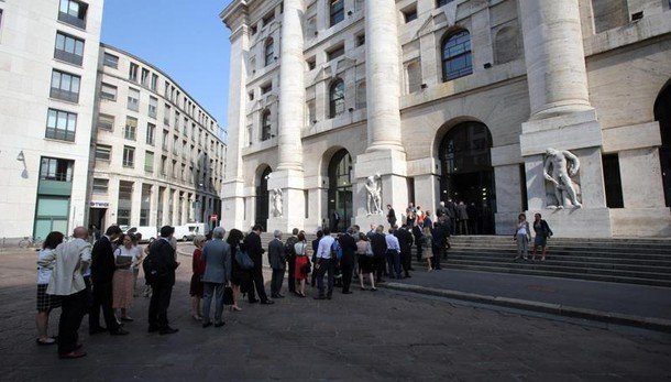 Borsa: Milano in forte calo (-3,4%)