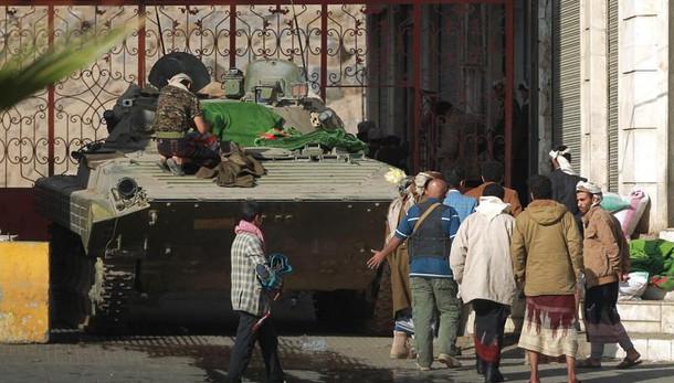 Kamikaze Isis a palazzo presidente Aden