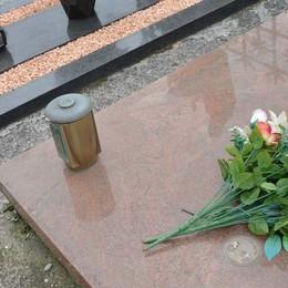 Calcio, ladri al cimitero razziano il rame dalle tombe