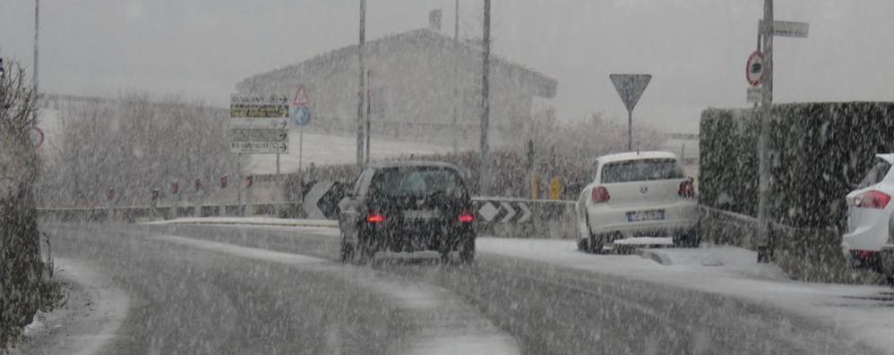 Finalmente la neve: monti imbiancati Fiocchi bianchi anche in città - le foto