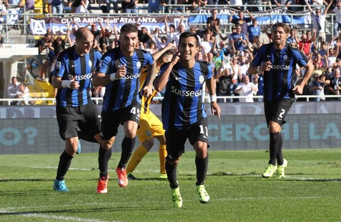 Moralez esulta con i compagni dopo aver segnato contro il Verona, è stato il suo unico gol dell'attuale campionato