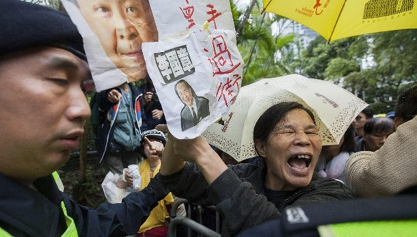 Scomparsi 5 librai, protesta a Hong Kong