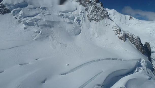 Valanga sul versante francese del Bianco