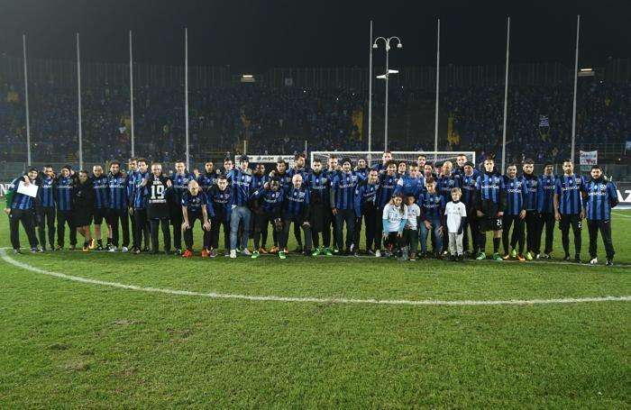 Il saluto di tutta la squadra a Denis che ha concluso la sua avventura a Bergamo