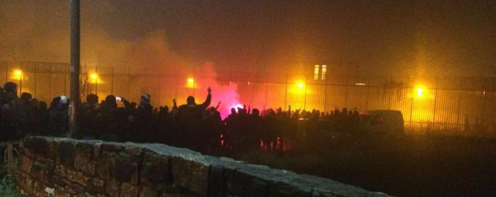 Niente partita, tutti in via Gleno - Video Ultras, presidio fuori dal carcere