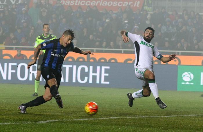 Denis segna il gol del pareggio dopo aver fallito il rigore