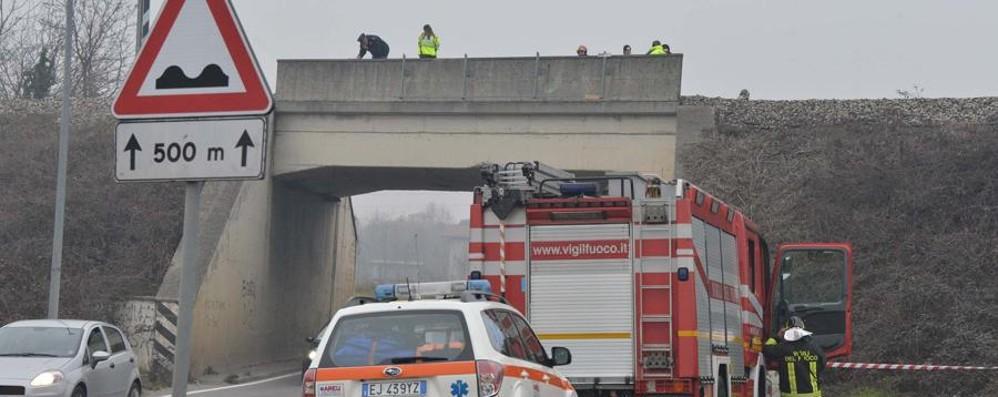 Travolto dal treno: muore ad Arcene Cancellati 13 convogli, quattro limitati