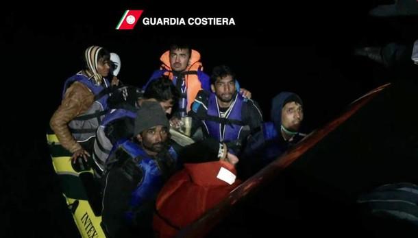 Salvati 385 migranti da Guardia Costiera