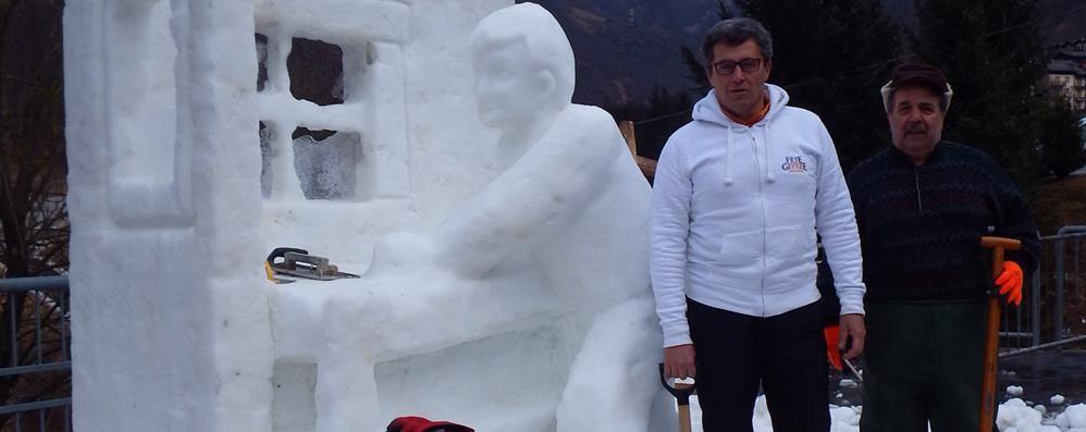 Sculture di ghiaccio a Valbondione L'inverno «caldo» non ferma gli artisti