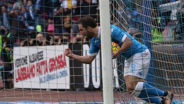 Serie A: Napoli batte Empoli e torna 1/o