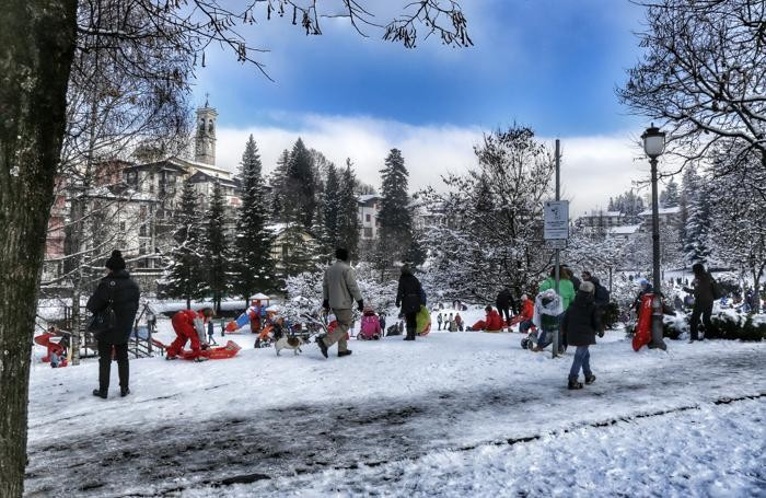 Si gioca con la neve a Selvino
