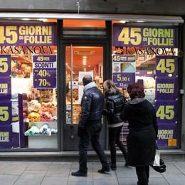 È il giorno: al via i saldi invernali - video Anche i commercianti sono fiduciosi