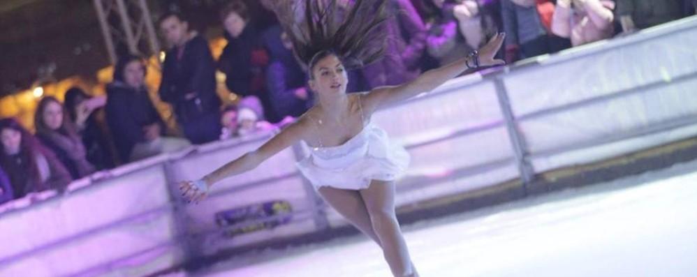 Pattini sul ghiaccio per la Befana Lo show in piazza slitta all'8 gennaio