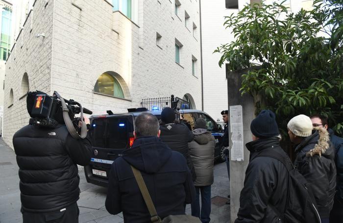 L'arrivo di Massimo Bossetti in tribunale