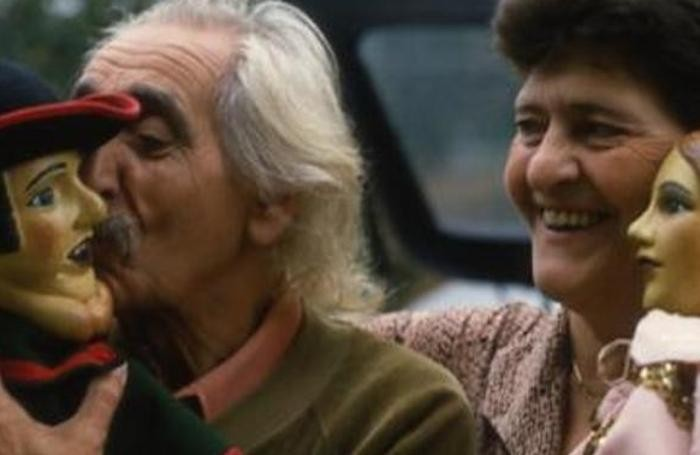 Benedetto e Pina con i loro burattini