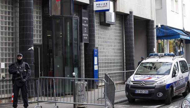 Ucciso a Parigi, blitz in Germania