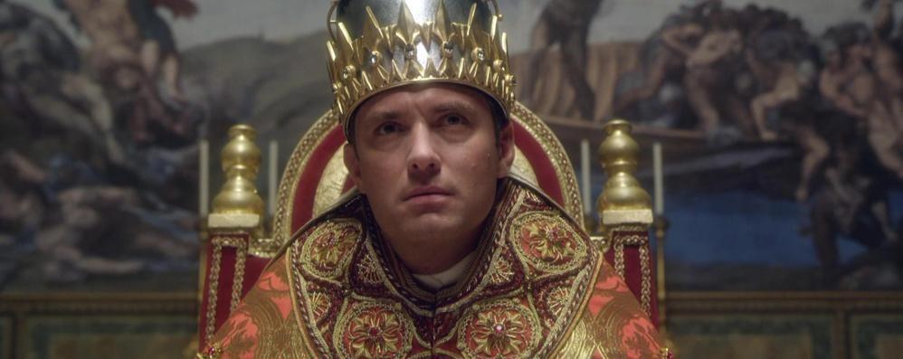 Arriva in tv il Papa di Sorrentino La voce di Jude Law è di Bergamo