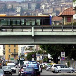 Cambiano i semafori, ecco la coda La lettera: Borgo Palazzo nel traffico