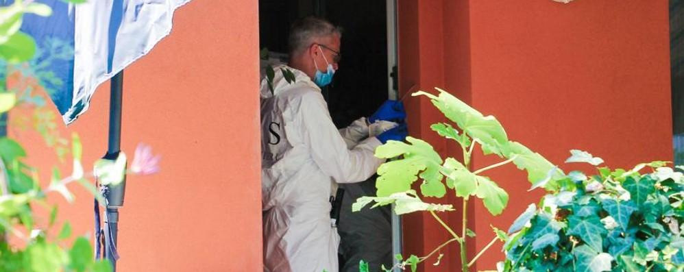 Prof uccisa, i carabinieri nell'abitazione Gli inquirenti cercano la svolta del caso