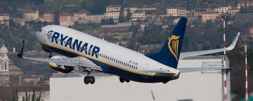 Ryanair a caccia di personale 2000 posti, il 28 selezione a Bergamo