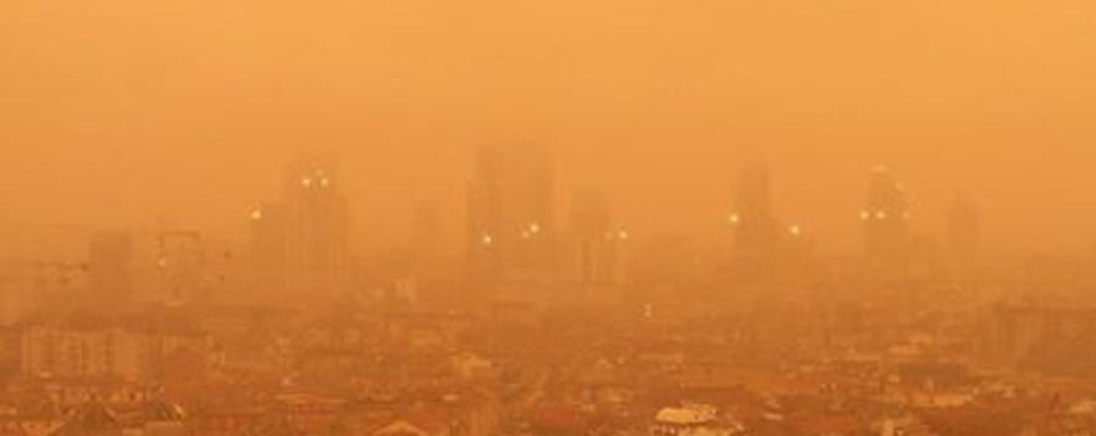 A Milano il cielo diventa arancione Colpa della «sabbia del deserto»
