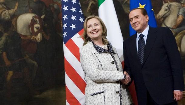 Wikileaks, Berlusconi pianse con Clinton