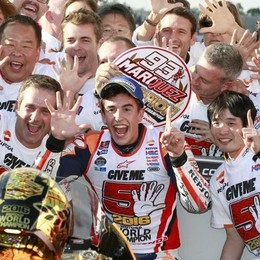 MotoGp: Rossi cade, Lorenzo anche Marquez si laurea campione del mondo