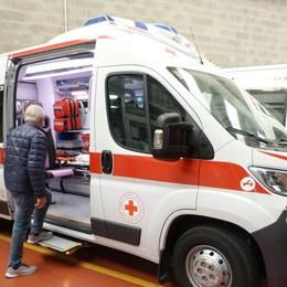 Regala un'ambulanza alla Cri «Era il desiderio di mio marito»