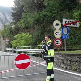 Cadono arbusti, terriccio e sassi sulla 469 Chiuso il tratto tra Castro e Riva di Solto