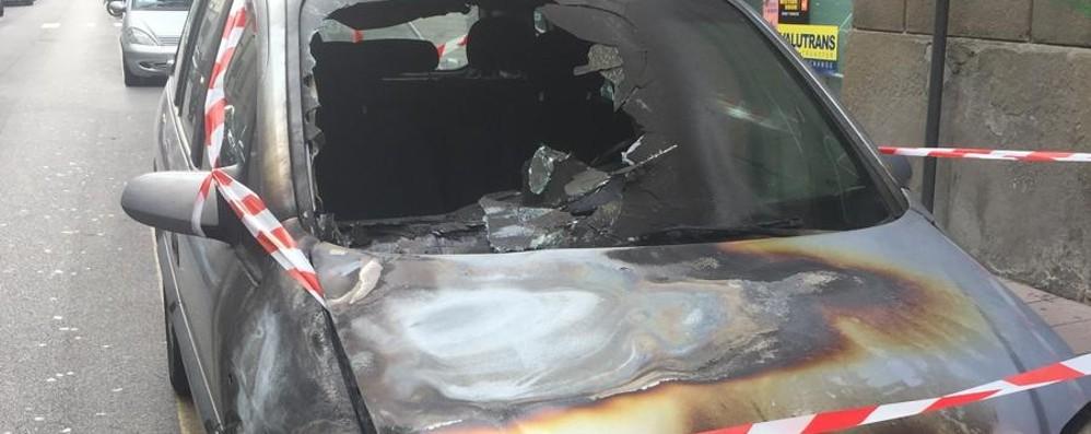Auto bruciate in via Quarenghi Fermato piromane 48enne a Bergamo