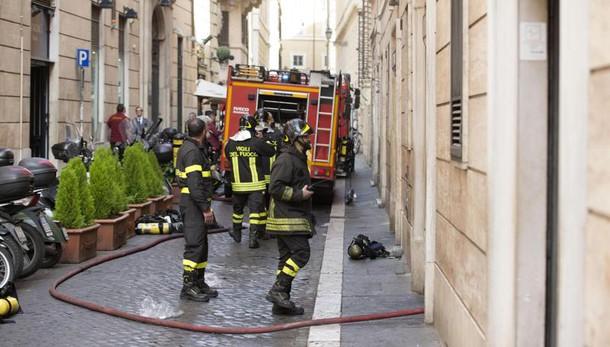 Esplosione in palazzo durante lavori gas