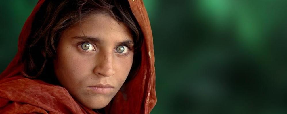 Ricordate la ragazza dagli occhi verdi? È stata arrestata dalla polizia pakistana