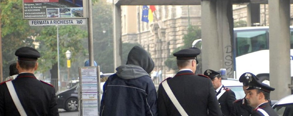 Bergamo, spaccio alle Autolinee  La droga nascosta tra i bagagli