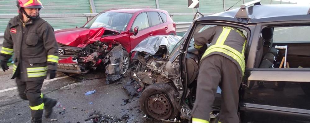 Schianto frontale tra Clusone e Rovetta Auto distrutte, grave un 75enne - foto