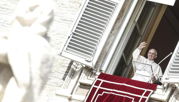 Terremoto: Papa, vi sono vicino e prego