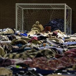 Prima notte per gli sfollati dopo il sisma Centinaia di scosse, migliaia senza casa