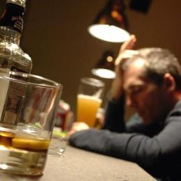 Alcol, droghe e gioco d'azzardo La famiglia aiuta ma è anche colpa sua