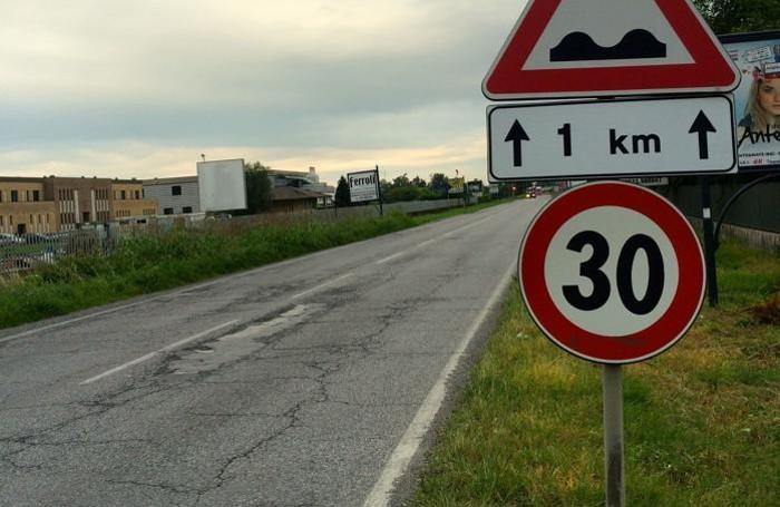 La Francesca, strada killer di gomme «È pericolosa: ogni