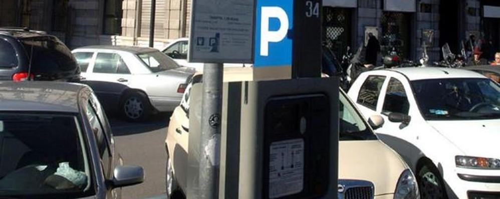 Da lunedì parcheggi più cari Si pagano anche i permessi «speciali»
