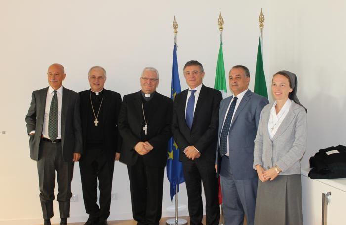 Da sinistra: Pier Francesco Meneghini, monsignor Claudio Giuliodori, monsignor Francesco Beschi, Carlo Nicora, Jamila Koussa e Suor Valentina Sala