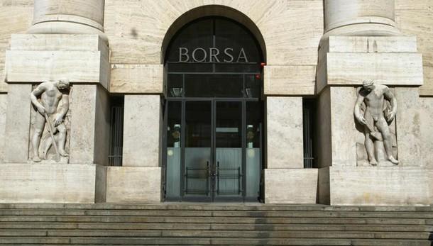 Borsa: Milano in calo,bene Ubi ed Unipol