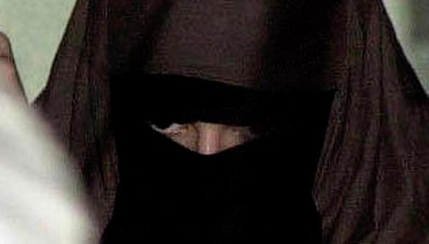 In municipio col niqab, condannata