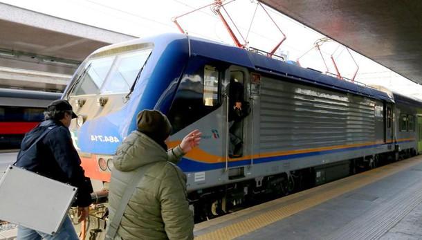Noe Bari sequestra convogli Trenitalia