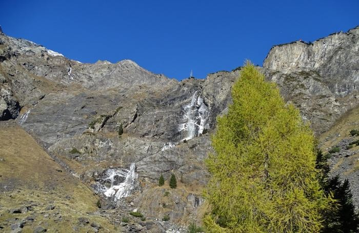 Le cascate del Serio ghiacciate dopo il recente calo delle temperature