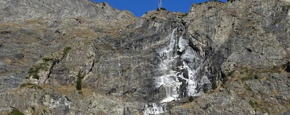 Cascate del Serio, spettacolo ghiacciato In quota vento oltre i 100km/h -Video Foto